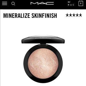 MAC Soft & Gentle Highlighter